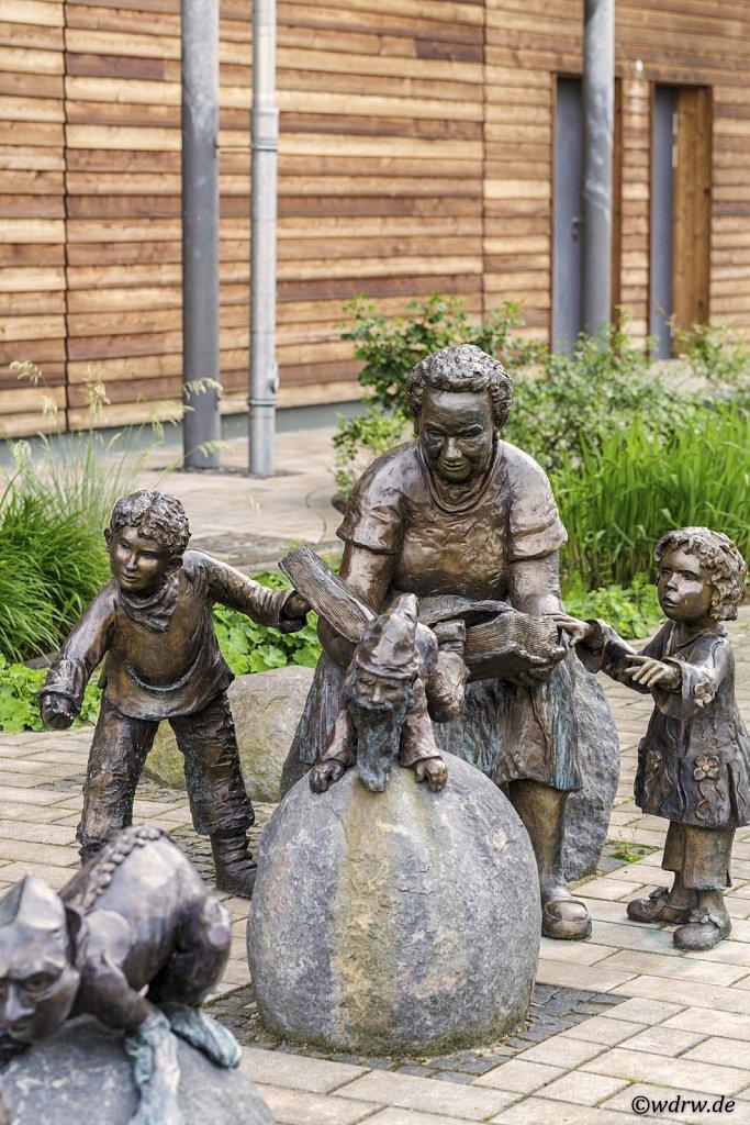 Märchenfiguren vom Platz der Generationen