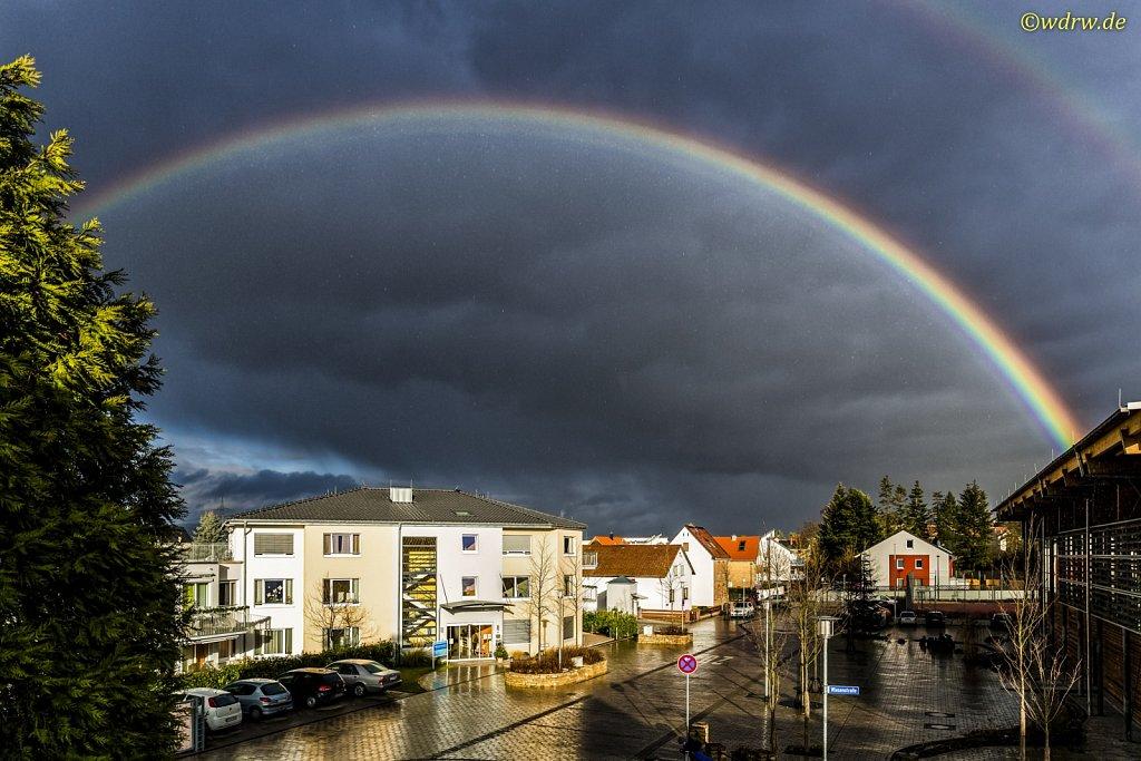 ASB Seniorenzentrum mit Regenbogen